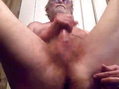 Amateurish pappy masturbates sexy pecker