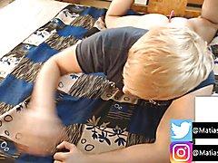 Matias sprouse enseÑa su trasero gigante y aceitado en webcam