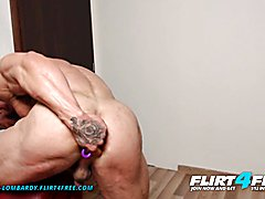 Flirt4free angelo lombardy muscular lad oils up his ripped body and plays with