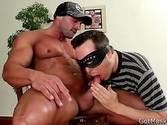 Super muscular guy gets sucked
