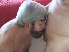 Oldie guys fuck in gay 3some