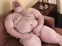 Thick guy masturbates meat solo